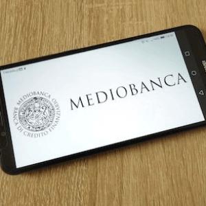 Mediobanca e l'utile triplicato ripetuto a pappagallo: i bilanci raccontano un'altra storia